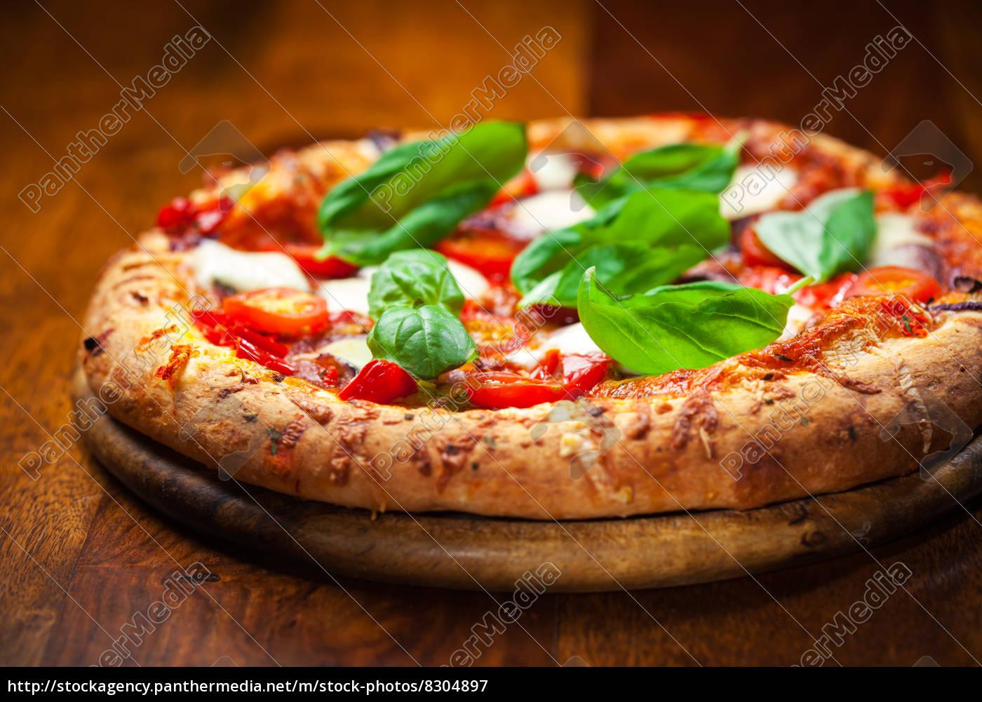pizza, mit, salami, und, mozzarella - 8304897