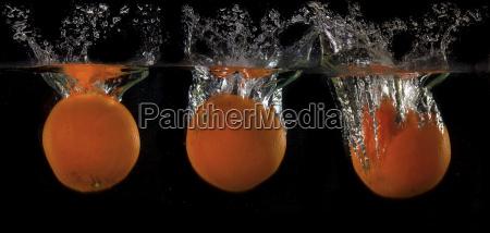 orangen in wasser