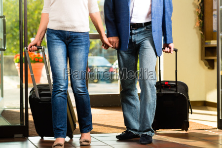 elderly couple travels to the hotel