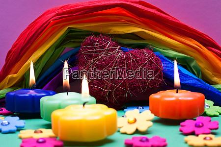 bunter hintergrund mit farbenfrohem regenbogen aus