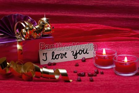 romantischer roter hintergrund mit schild i