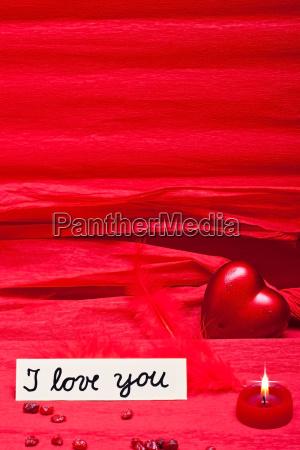 roter hintergrund mit liebeserklaerung und textfreiraum