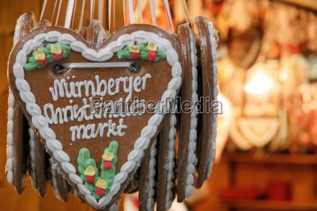 lebkuchenherz am nuernberger weihnachtsmarkt