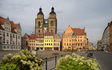marktplatz und rathaus in der lutherstadt