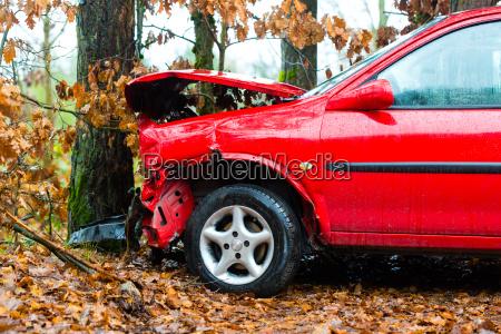 unfall auto prallte gegen
