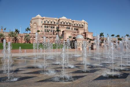 emirates palace in abu dhabi vereinigte