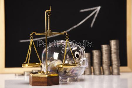 schwein bank und geld muenzen rising