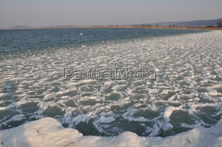 bielersee am zugefrieren