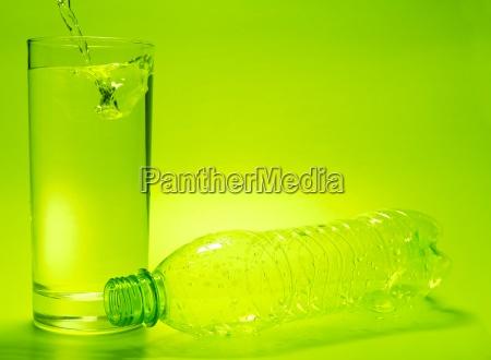 glas becher trinkgefaess kelch flasche plastik