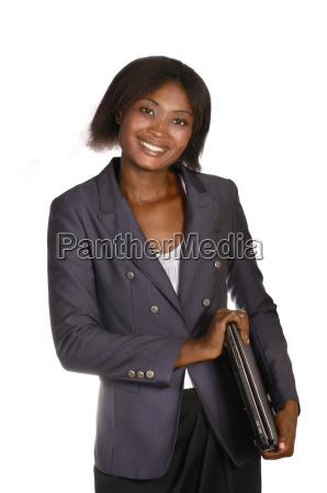 afrikanische geschaeftsfrau mit notebook