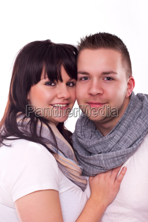 junges modernes paar verliebt