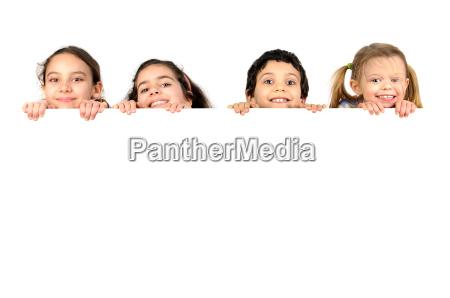 gruppe von kindern mit einem weissen