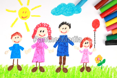 kinderbild einer familie auf einer wiese
