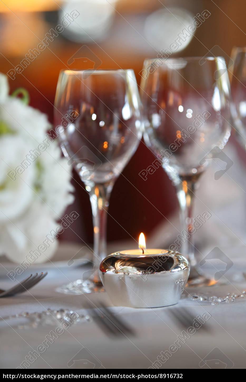 Brennende Kerze Am Hochzeitstisch Lizenzfreies Foto 8916732