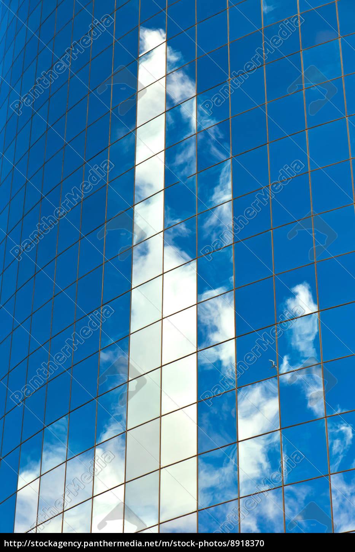 fassade, der, wolkenkratzer, mit, reflexion, des - 8918370