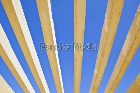 horizontal concrete shapes on a rich