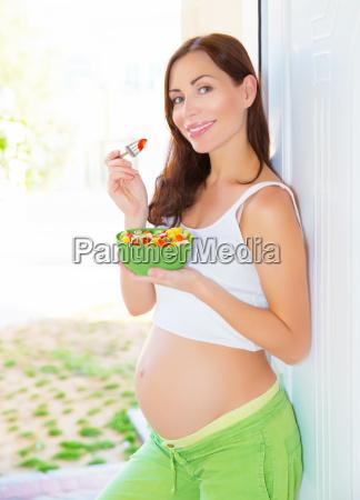 schwangere frauen essen salat