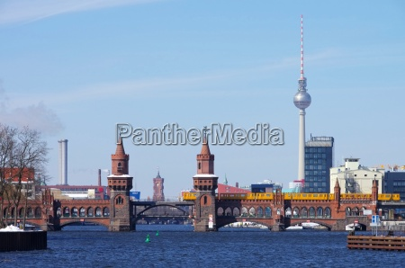 berlin oberbaumbruecke und fernsehturm berlin