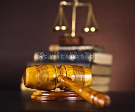 hoelzerner hammer barrister gerechtigkeitskonzept