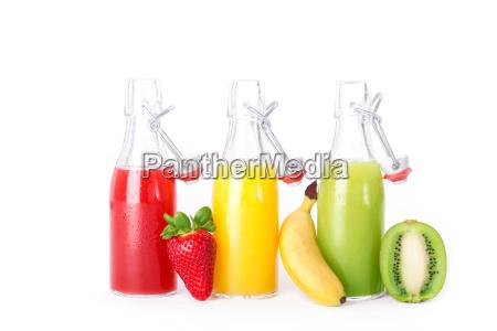 frische fruchtsaefte mit obst