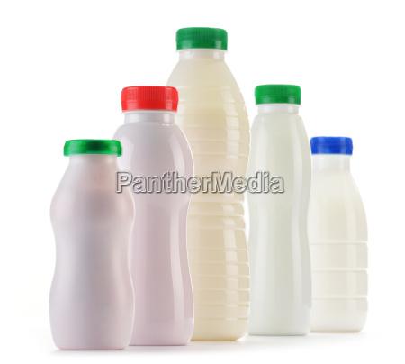 zusammensetzung mit kunststoffflaschen von milchprodukten
