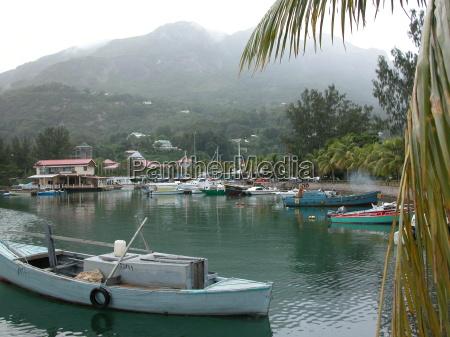 der hafen in victoria seychelles