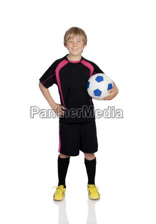 preteen mit einer uniform zum fussballspielen