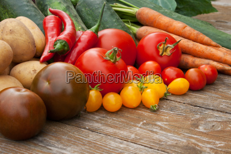 vegetable tomato cucumbers carrots onion parsley