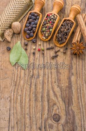 various spices in holzschaeufelchen