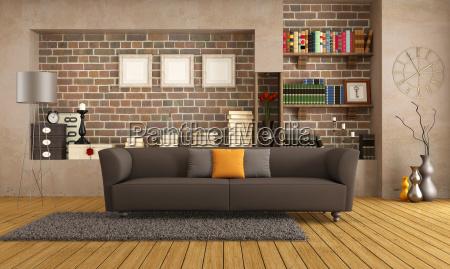 Modern Sofa In Einem Vintage-Wohnzimmer - Lizenzfreies Foto