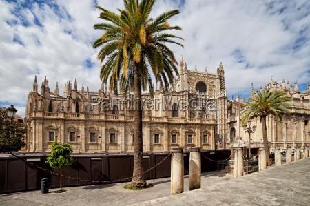 die kathedrale von sevilla in spanien