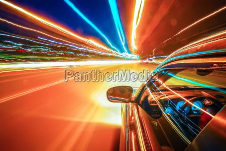 bei lichtgeschwindigkeit