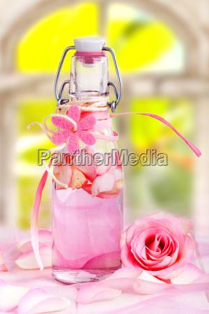 rosenoel fuer aroma duft therapie