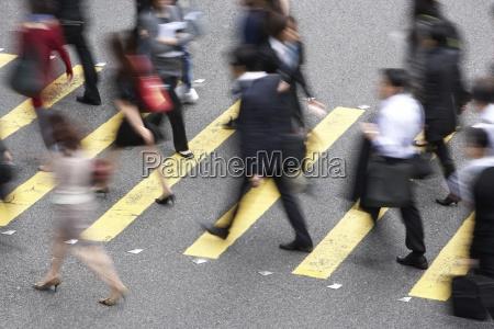 draufsicht von pendlern crossing besetzt hong