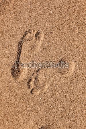 spuren der mann am strand