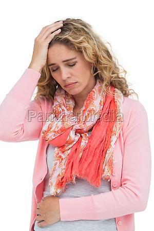 blonde maedchen sowohl kopfschmerzen und bauchschmerzen