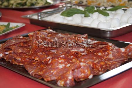essen nahrungsmittel lebensmittel nahrung tablett salami
