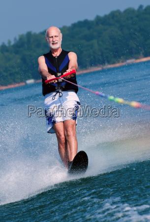 sport aktivitaet fitness mann senior