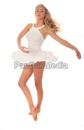 schoene ballerina pirrouetting