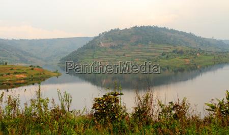 hills of lake bunyoni