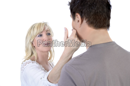 reife frau taetschelt wange ihres ehemanns