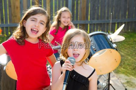 chidren saenger maedchen singen spielen live