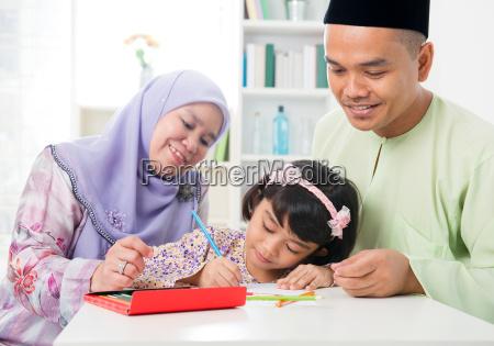 muslimischen familie zeichnen und malen