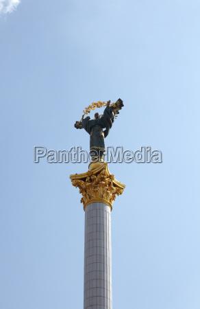 estatua escultura columna ucrania secciones