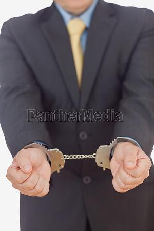 geschaeftsmann mit handschellen