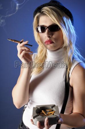 sexy girl beim rauchen
