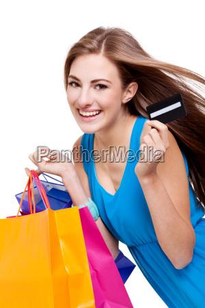junge attraktive lachende frau auf shopping