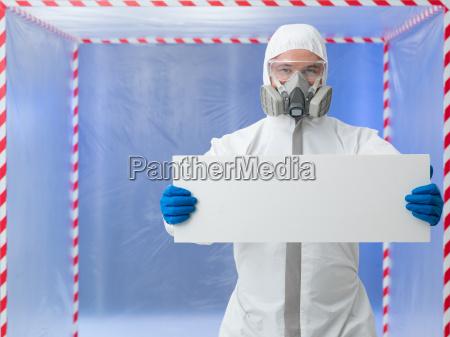 wissenschaftler halten ad banner in quarantaene