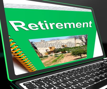 rentenbuch ueber laptop zeigt pensionsplaene