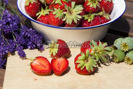 erdbeeren lavendel und mohn